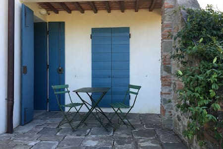 Studio flat in farmhouse 27km from Florence - Reggello - Leilighet