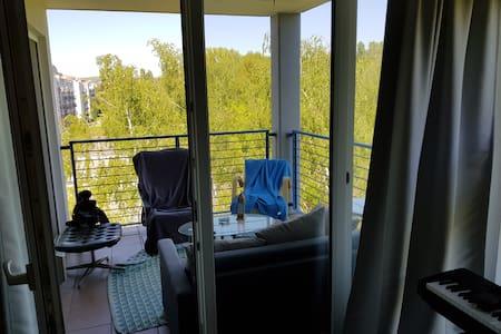 WG Privatzimmer mit Balkon nahe Stadtzentrum