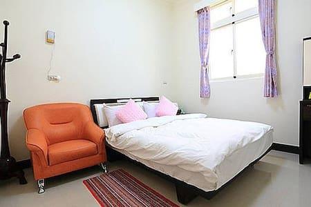金門成功民宿雅房C型:內附一雙人大床,兩間房間共用一間房間外衛浴 - 金湖鎮