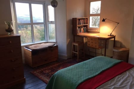 Large, sunny double room with view - Aberystwyth - Haus