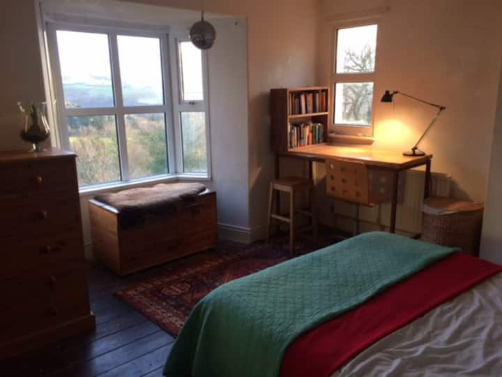 Large, sunny double room and small single