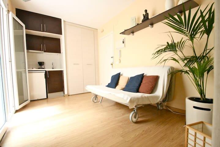Bonito estudio con patio - Barcelona - Apartamento