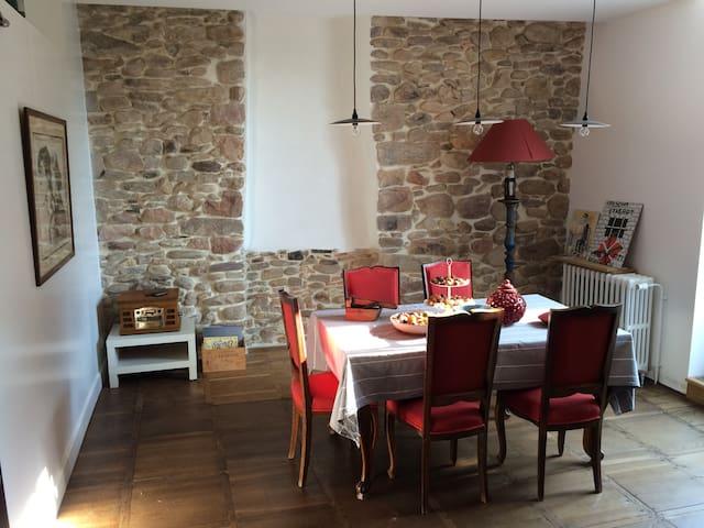 Charmant loft spacieux plein bourg - Sare - Apartamento
