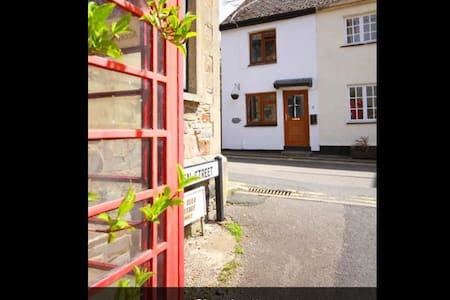 Cosy cottage in historic village - Bude