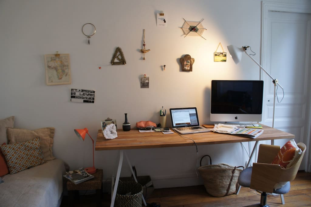 The desk / office space