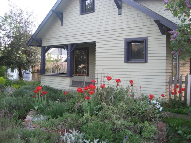 An Original White Salmon Cottage