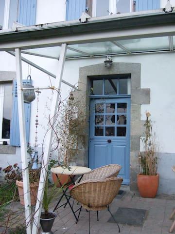Maison et jardin vue sur le viaduc. - Morlaix - Huis