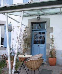 Maison et jardin vue sur le viaduc. - Morlaix - Haus
