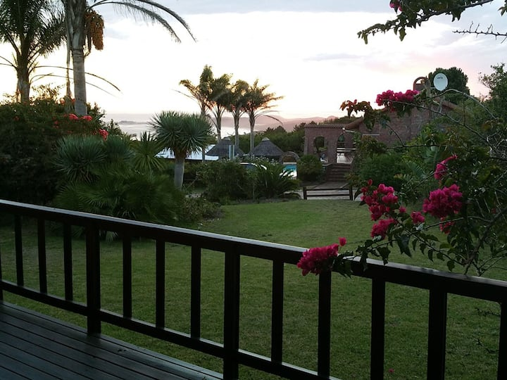 Ocean View Lodge - Amazing views. Central Location