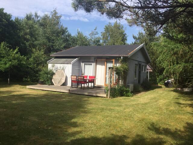 Privat sommerhus 1 km. t.badestrand - Højby - Haus