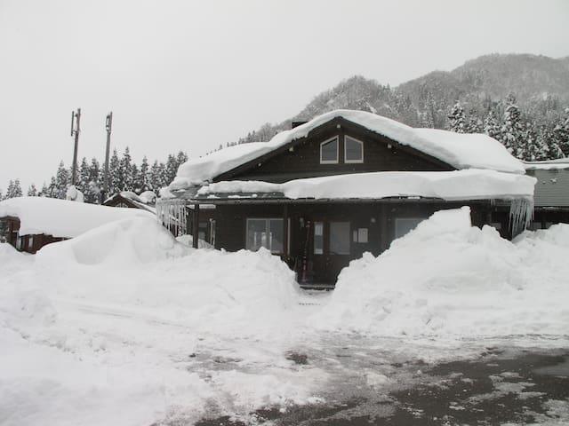 TATEYAMA登山にゲストハウスPiste - Tateyama - Haus