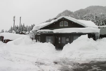 TATEYAMA登山にゲストハウスPiste - Tateyama
