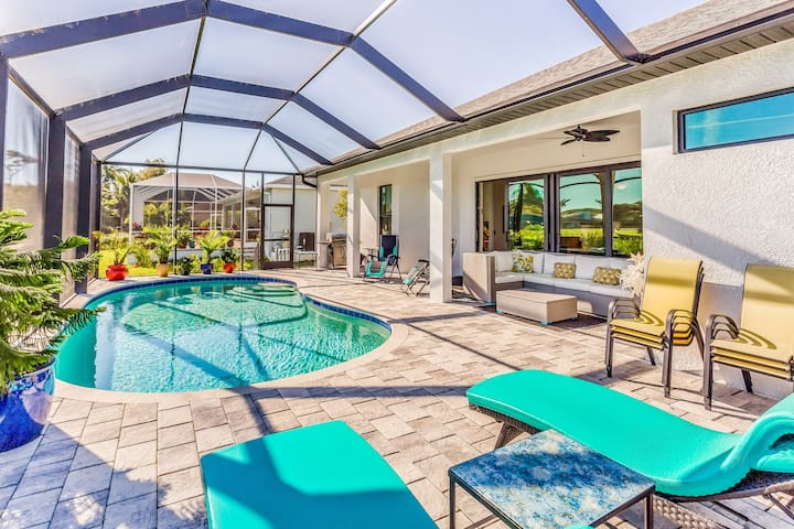 Spacious family home located on golf course w/ screened-in pool!