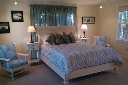 Bright suite with private entrance - Chatham - Maison
