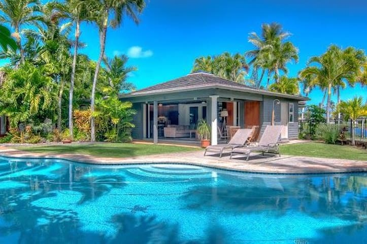 Kailua Palms Guest House with Pool and Views