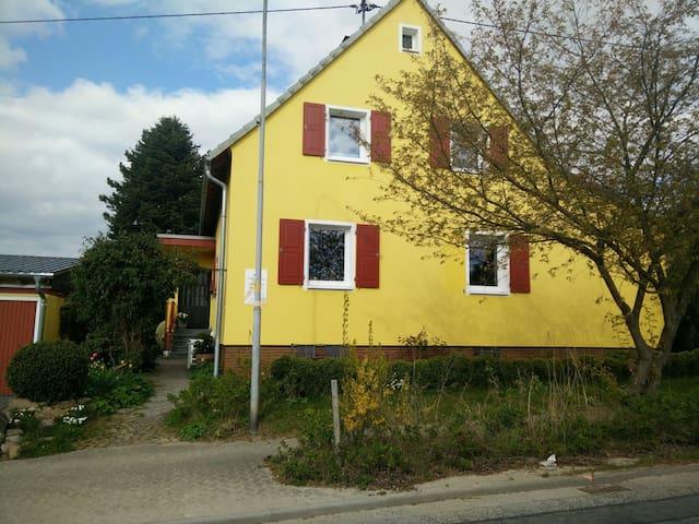 Gemütliches Zimmer für Wanderer - Argenthal - บ้าน