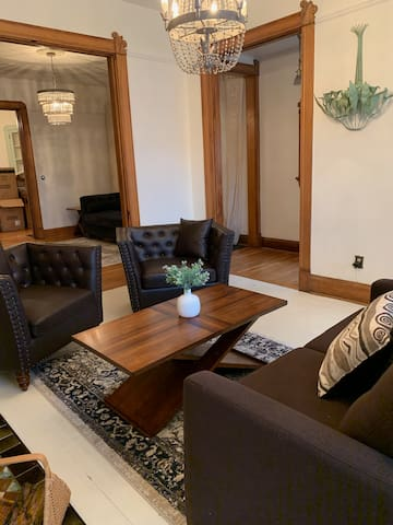 Awesome Indy Downtown condo/8beds/2.5bath/sleep12