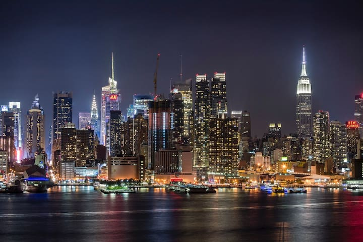 Female Shared Apt (Balcony View of Empire State)