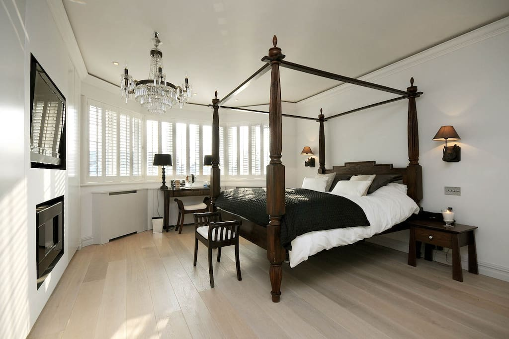 Master Bedroom with Four Poster bed TV and Unsuit Jacuzzi