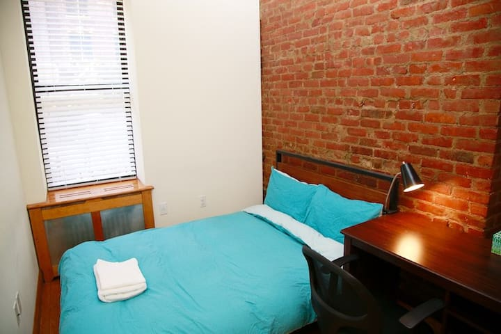 Private room close to Columbia, 2 mins to subway