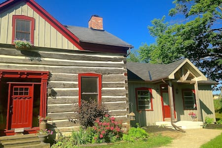 Guest House at Heritage Hollow - Erin - Bed & Breakfast