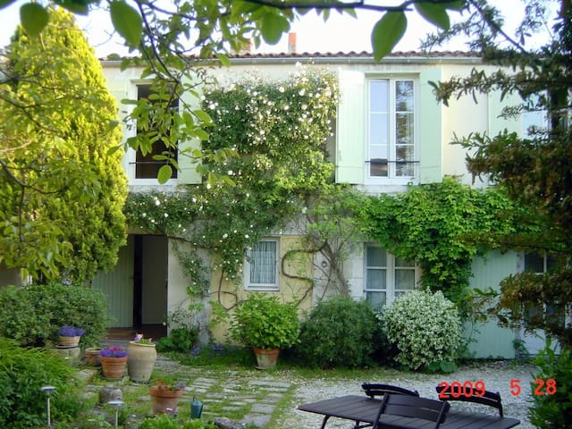 La Borderie - La Rochelle - Bed & Breakfast