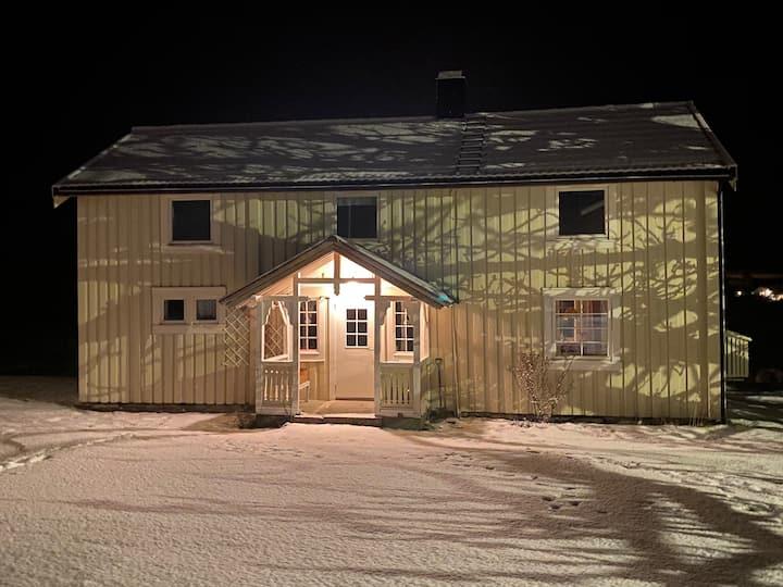 Sjarmerende eldre gårdshus