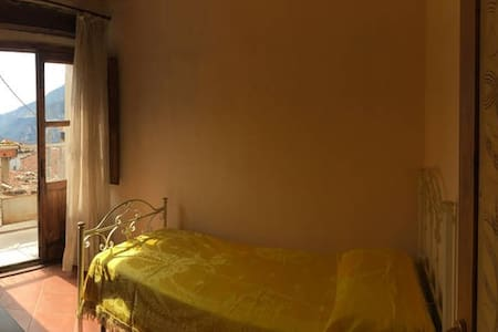 """Ginestra"" room at CASA MASTROTA - San Lorenzo Bellizzi - Дом"