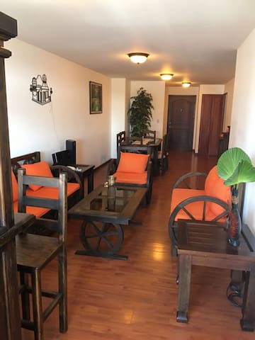 Nice Apt best location with parking - Guatemala - Apartment