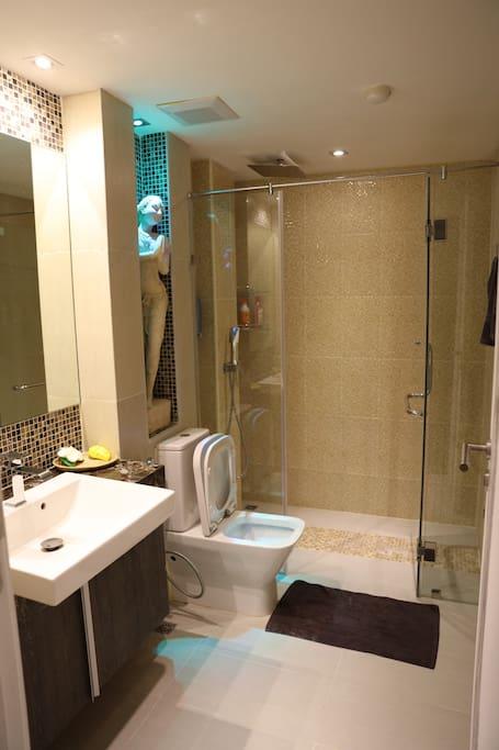 bathroom with statuette and mosaic tile, rainfall showerhead
