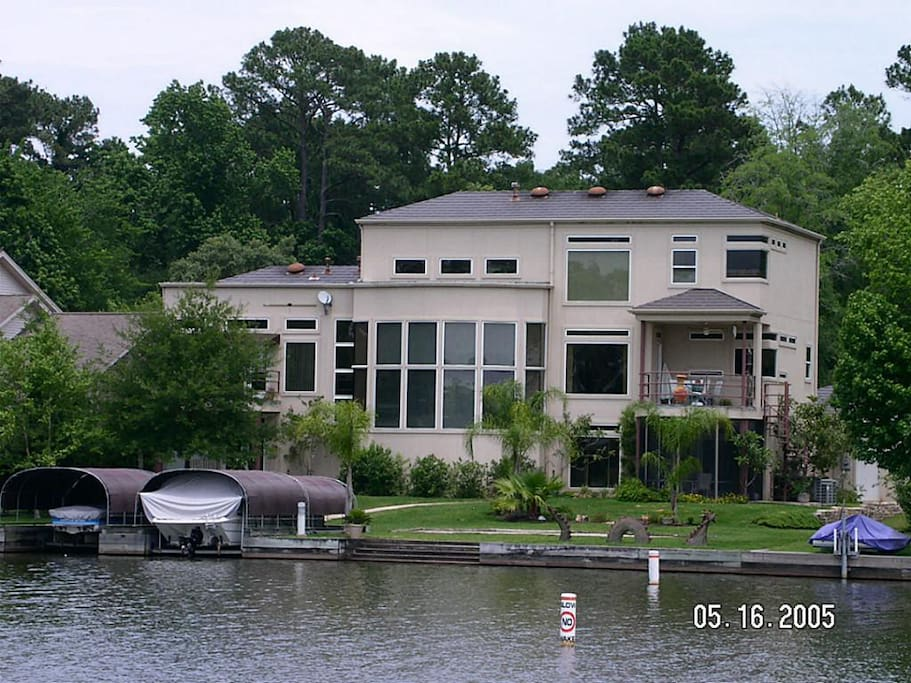 Contemporary Lake Front Home Houses For Rent In