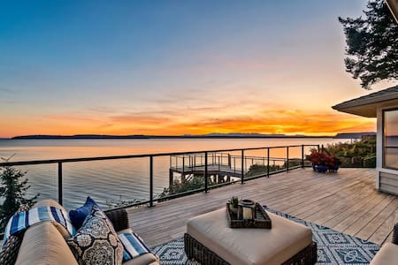 Spectacular Puget Sound Beach Front House