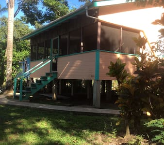 Cabana #5 Peaches - Ladyville - Гестхаус