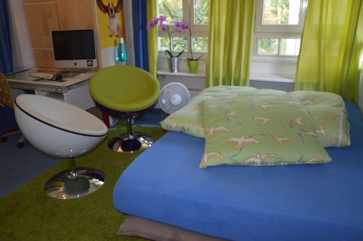 Modernes Zimmer in ruhiger Toplage - Münih - Ev