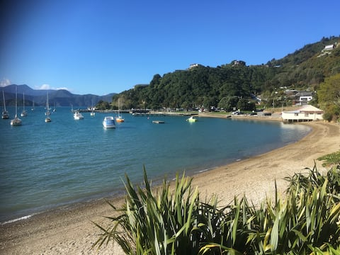 Waikawa Bay Beach, Picton