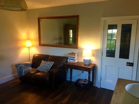 Relaxing, Zen, lge dbl room +Snug,dining&kitchenet