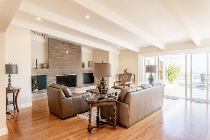 Cozy, Spacious Villa with Private Pool & Bay View!