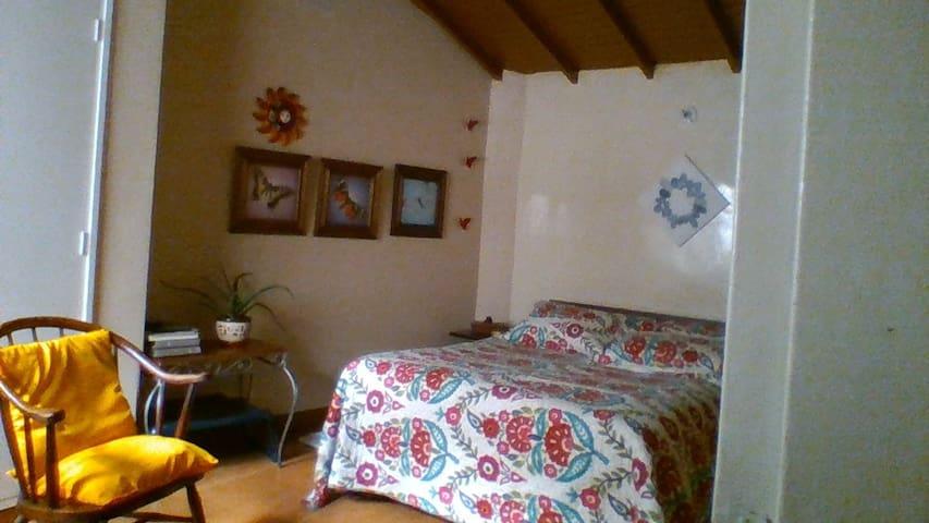 Confortable habitación privada con baño - เมเดลลิน - ที่พักพร้อมอาหารเช้า