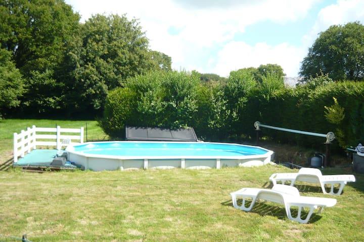 Maison de vacances calme et piscine au La Chapelle Neuve