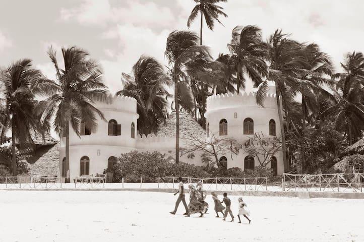Kwacha House. A private beach house