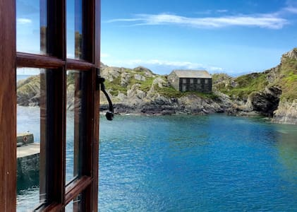 Large listed Cornish seaside house! - Hus