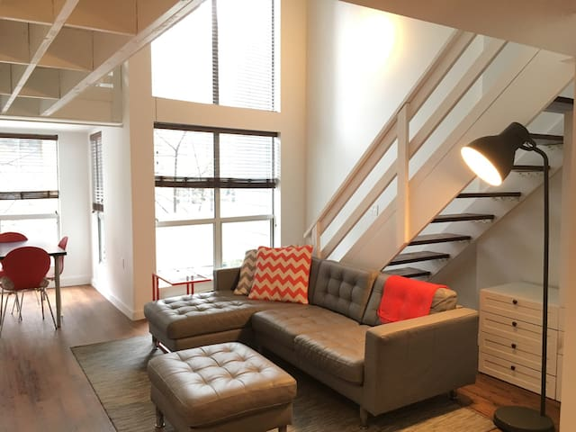 Trendy Two Level Loft in Yaletown Downtown - Vancouver - Loft