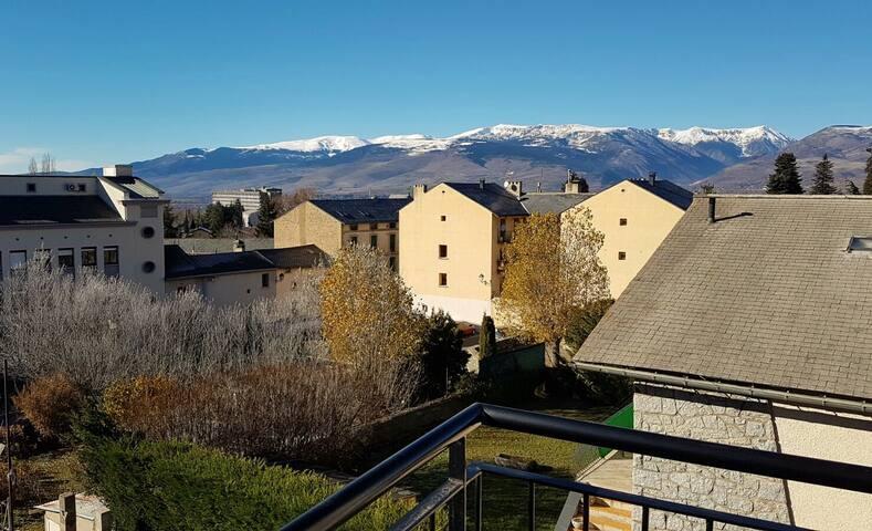 PRECIOSO ÁTICO CON ENCANTO Y VISTAS, CENTRO OSSEJA - Osséja - Lägenhet