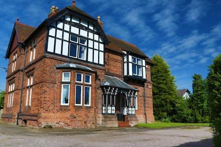Victorian Cheshire Farmhouse - Warrington
