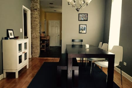 Perfectly Located BUCKTOWN Apt! - Chicago - Apartment