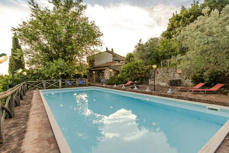 Tuscan villa with panoramic pool - Porciano