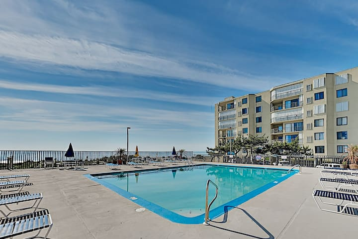 Ocean and bay view condo w/ oceanfront pool & beach access!