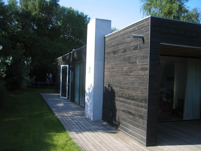 Sommerhus m. havkig, sjæl, læ og natur. - Beder - Ev