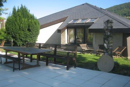 Villa d'architecte de plein pied avec piscine - La Murette