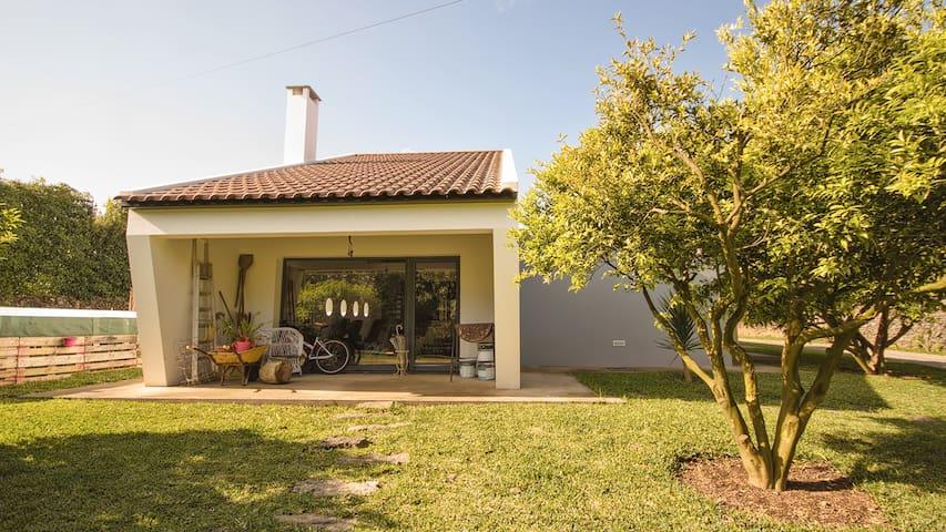 Room&possibility of car& guide tour - Rabo de Peixe - Casa